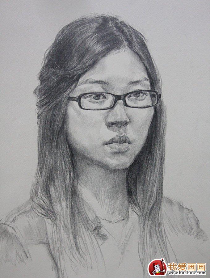 戴眼镜的女大学生素描图片_北京朱传奇画室一组人物素描作品欣赏