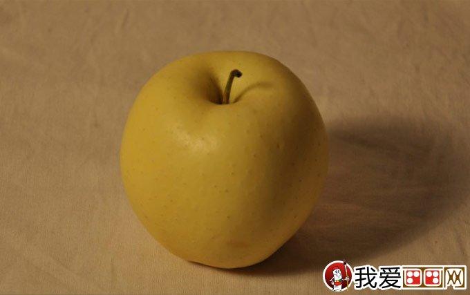 教程详细步骤-强烈推荐      1,用画 结构素描的方法画出苹果的外轮廓