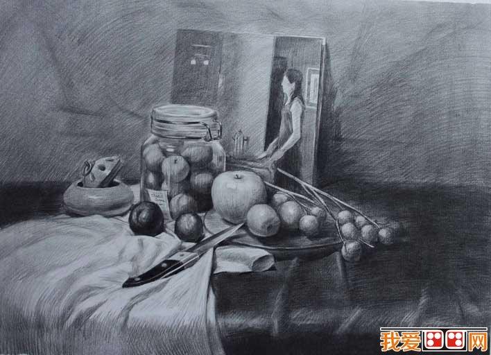 有水果的素描静物:书本,瓶子,李子,苹果,水果刀组合