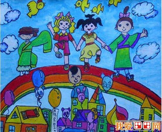 元旦快乐儿童画 小画家用了两只小动物作为代表,十分可爱。图中的灯笼,字帖,烟花和鞭炮,让这幅图画热闹了不少!  儿童绘画:元旦节快乐 小画家让五个穿着不同的小朋友并排站在彩虹上,他们虽然来自不同地区,不同民族,但都走到一起庆祝新年。天空上气球到处飘着,还有可爱的小鸟和白云,和谐美好。  元旦节儿童画欣赏 小动物们都一起庆祝新年啦~地上都是美丽的花,头顶上是大红灯笼,大家都穿着漂亮的新衣服,开心地度过元旦。  元旦节儿童画欣赏 这幅画中的小朋友让人忍俊不禁又替他捏了一把汗呢!小朋友身高不够,垫了好多凳子鞋