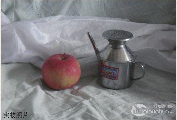 水果漫画水粉画-苹果是种低热量食物,每100克只产生60千卡热量;苹果中营养成份可