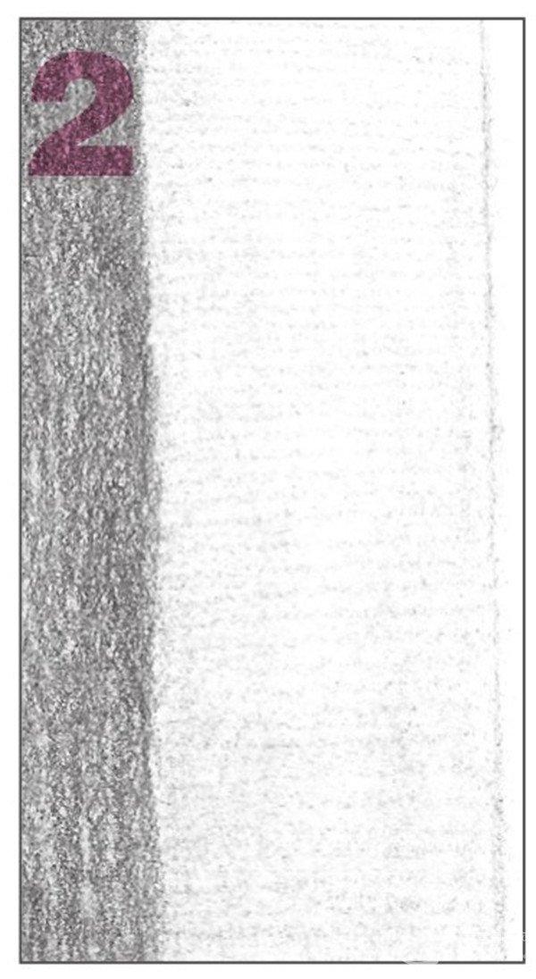 6、使用2B铅笔,画出物体的灰部调子。以较密的排线方式绘画。  素描六棱柱绘画步骤6 7、开始对平面的暗部进行绘画,先从右侧的平面画起。接着再对物体的灰面进一步刻画  素描六棱柱绘画步骤7 使用2B铅笔,画出物体后方右侧平面的暗部调子。注意排线的疏密与层次。  素描六棱柱绘画步骤7-1 使用2B铅笔,对物体的灰面进行深入细致的刻画,使其暗面与亮面过渡自然。  素描六棱柱绘画步骤7-2
